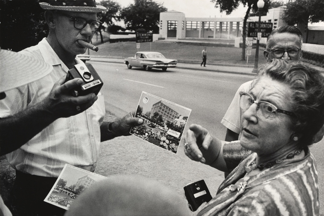 GarryWinogrand-MoMA-Dallas-1964
